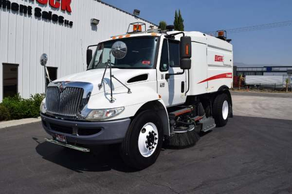 2008 International 4300 Elgin Crosswind Sweeper