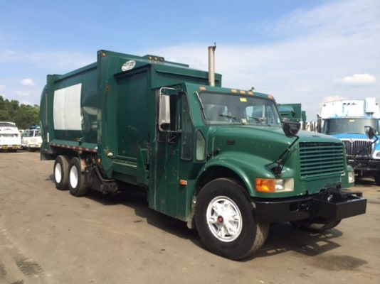 2001 International Labrie Side Loader