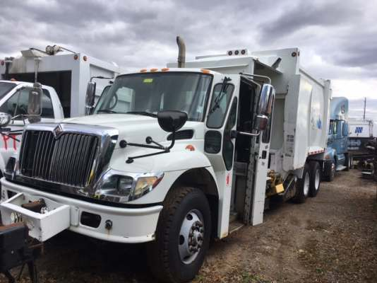 2007  INTERNATIONAL  7400 Side Loader
