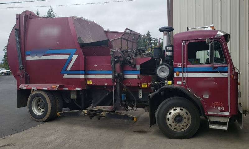 Peterbilt Smaller Automated Side Loader $$$ Priced Low