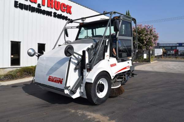 2008 Elgin Pelican Street Sweeper