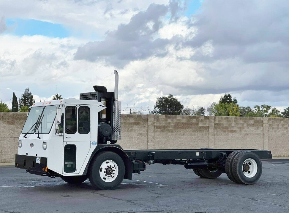 2004 Freightliner Tymco 600 Air Street Sweeper