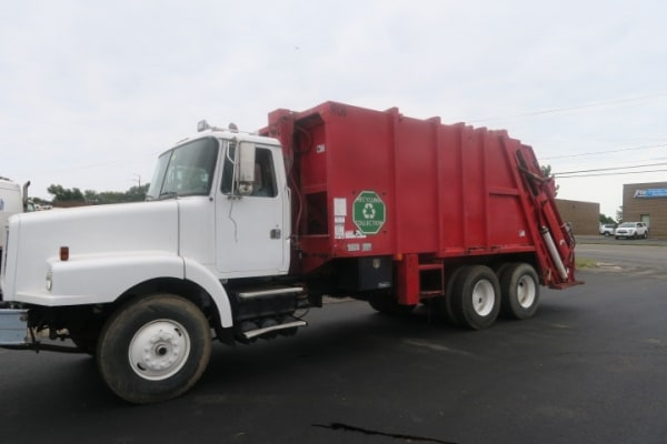 1997  Volvo WG64 25 YD Rear Loaders