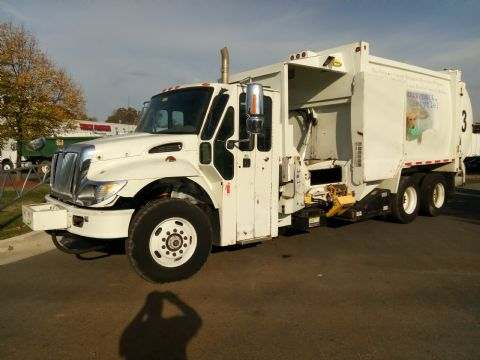 2006   International  7400 Side Loader